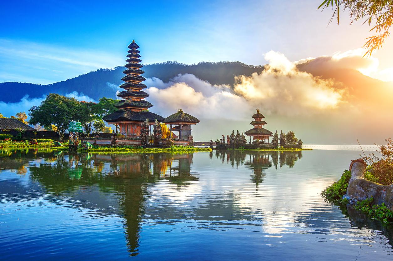 Affordable Places Travel Ura Ulun Danu Bratan Temple Bali Indonesia