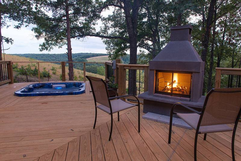 Amazing-Branson-Rentals-Rent-Branson-Vacation-Rental-Deck-Hot-Tub