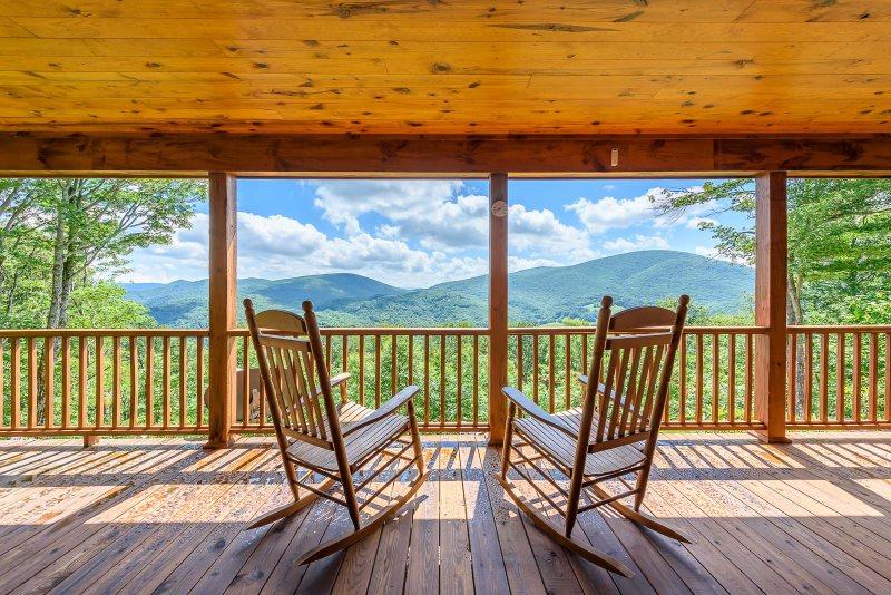 Carolina-Cabin-Rentals-Rocking-Chairs-Deck-Blue-Ridge-Mountains