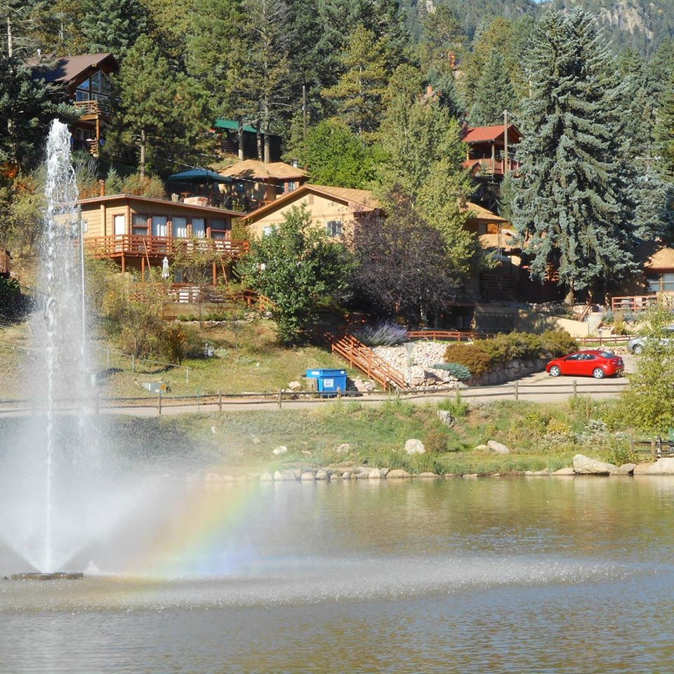 Lakeside-Cottages-Green-Mountain-Falls-Cabin-Rentals-Colorado-Pikes-Peak-Area-Rocky-Mountains