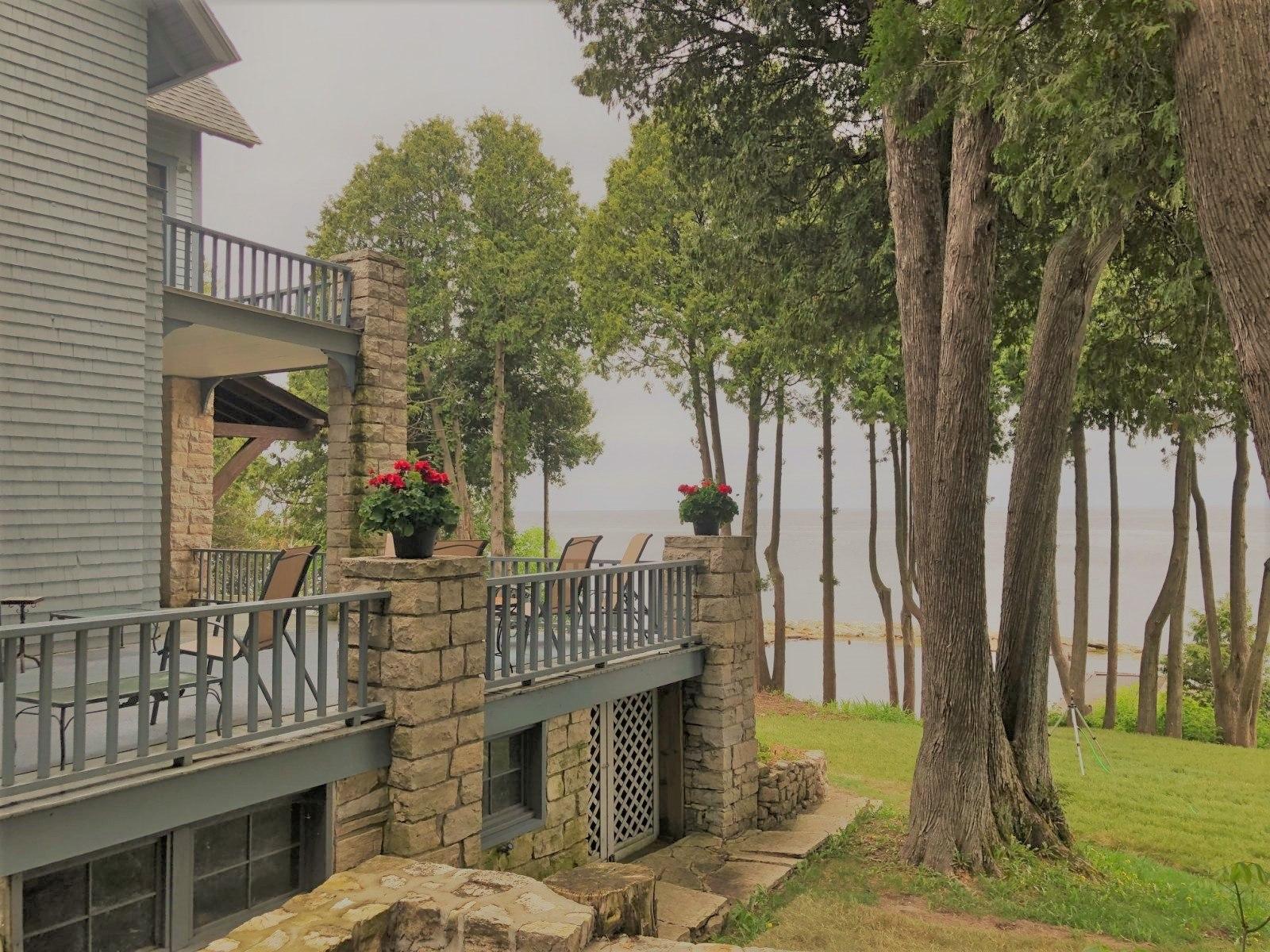 Lundquist-Realty-Vacation-Rentals-Lakefront-Home-Door-County-Wisconsin