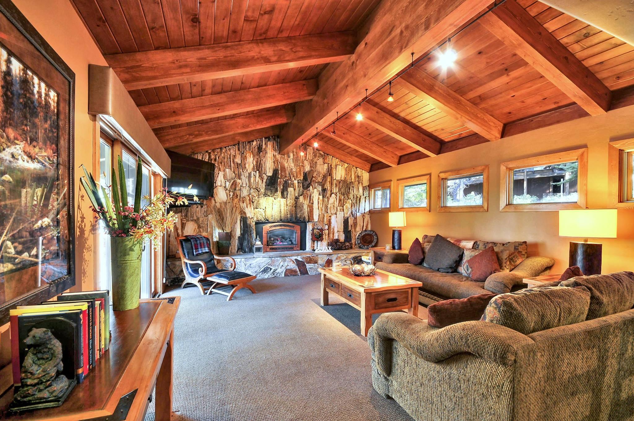 Tahoe-Moon-Properties-North-Lake-Tahoe-Vacation-Rental-Property