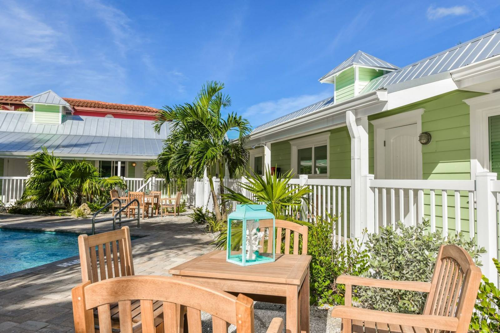 tropical-breeze-resort-pet-friendly-boutique-hotel-bungalows-siesta-key