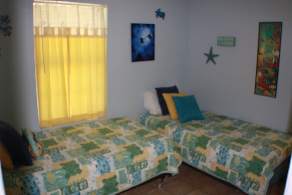 2nd Bedroom wtih 2 twin beds and TV
