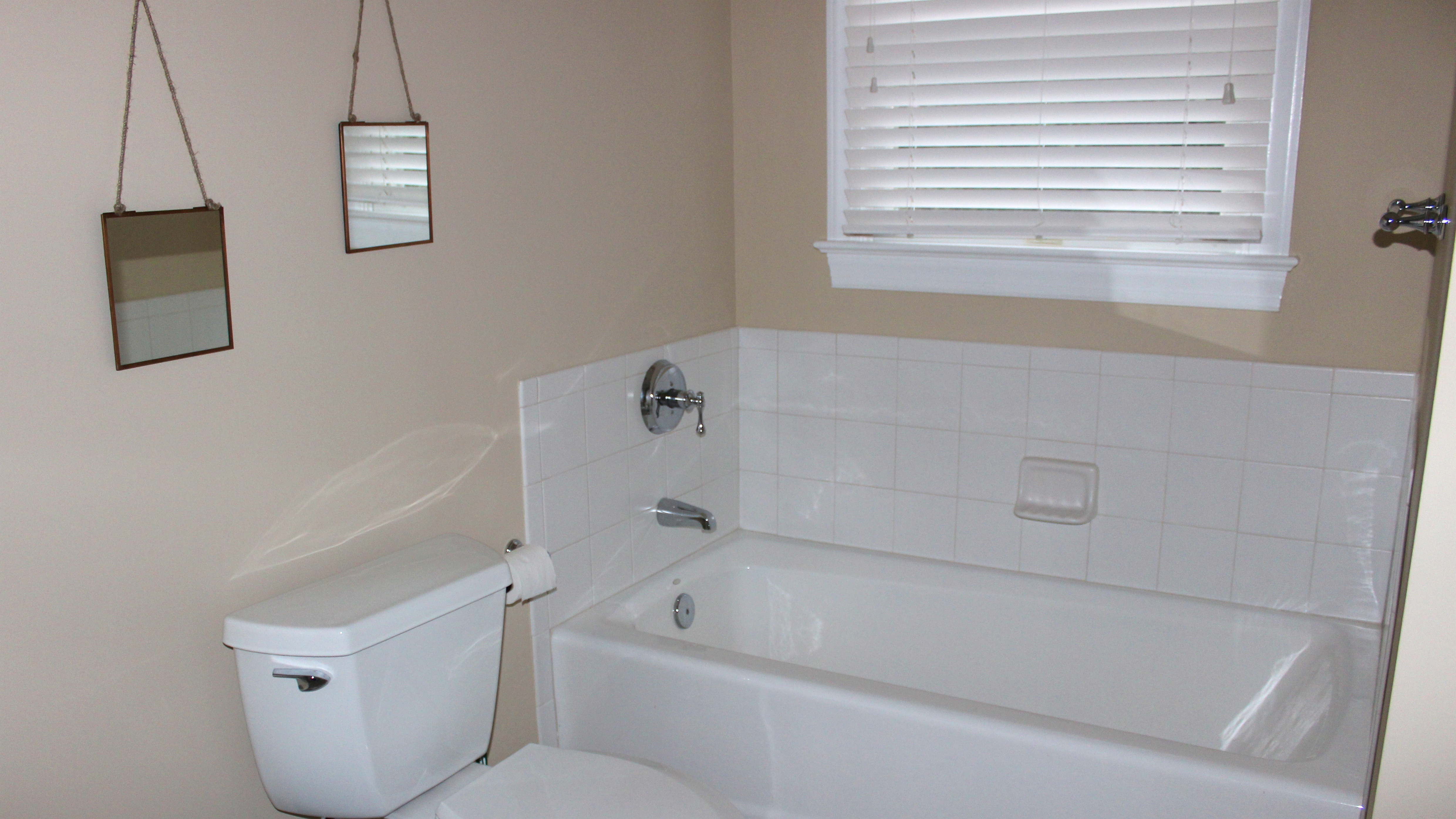 There is a also a separate tub.