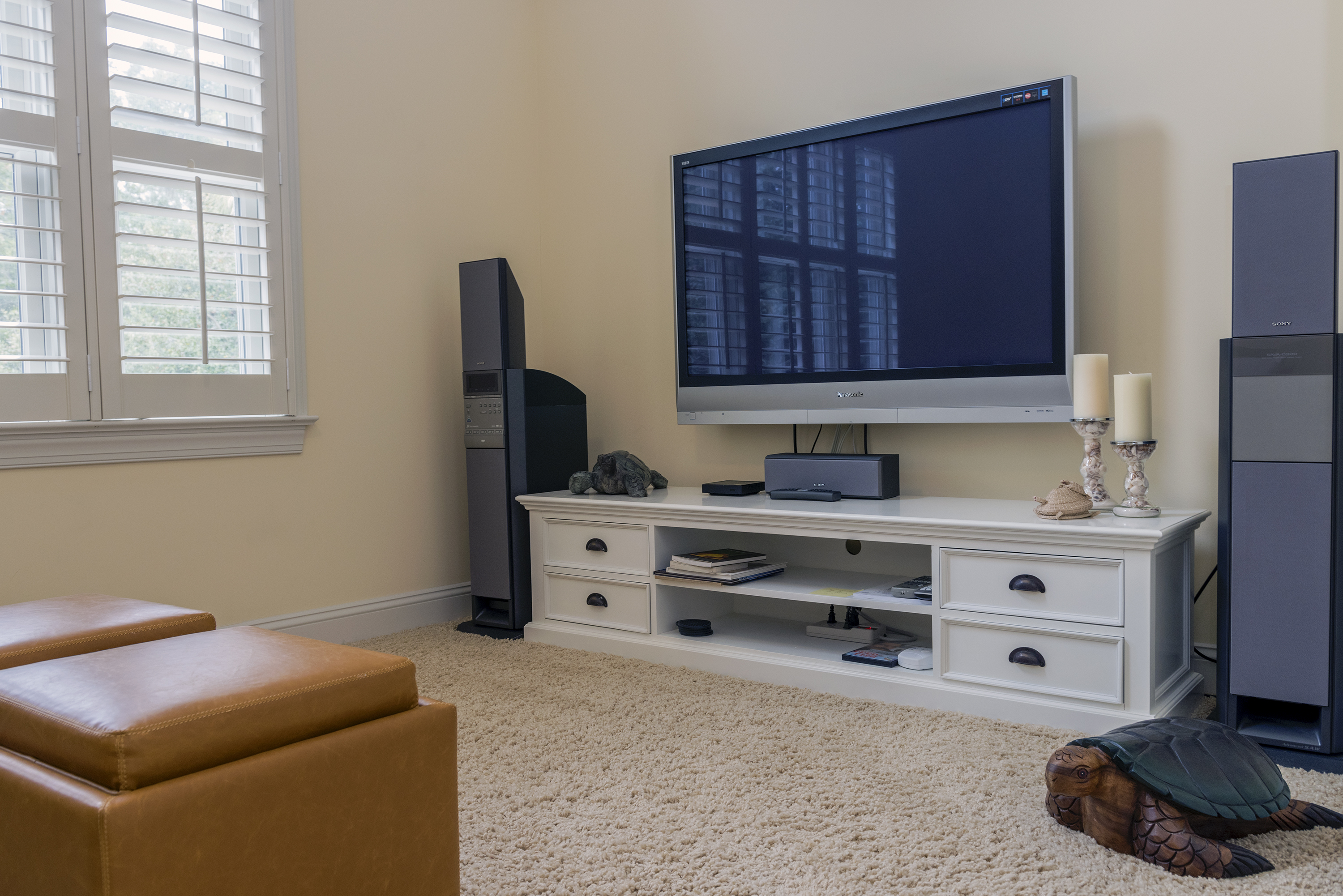 There is a den on the second floor with HDTV/surround sound, perfect for rainy afternoons.