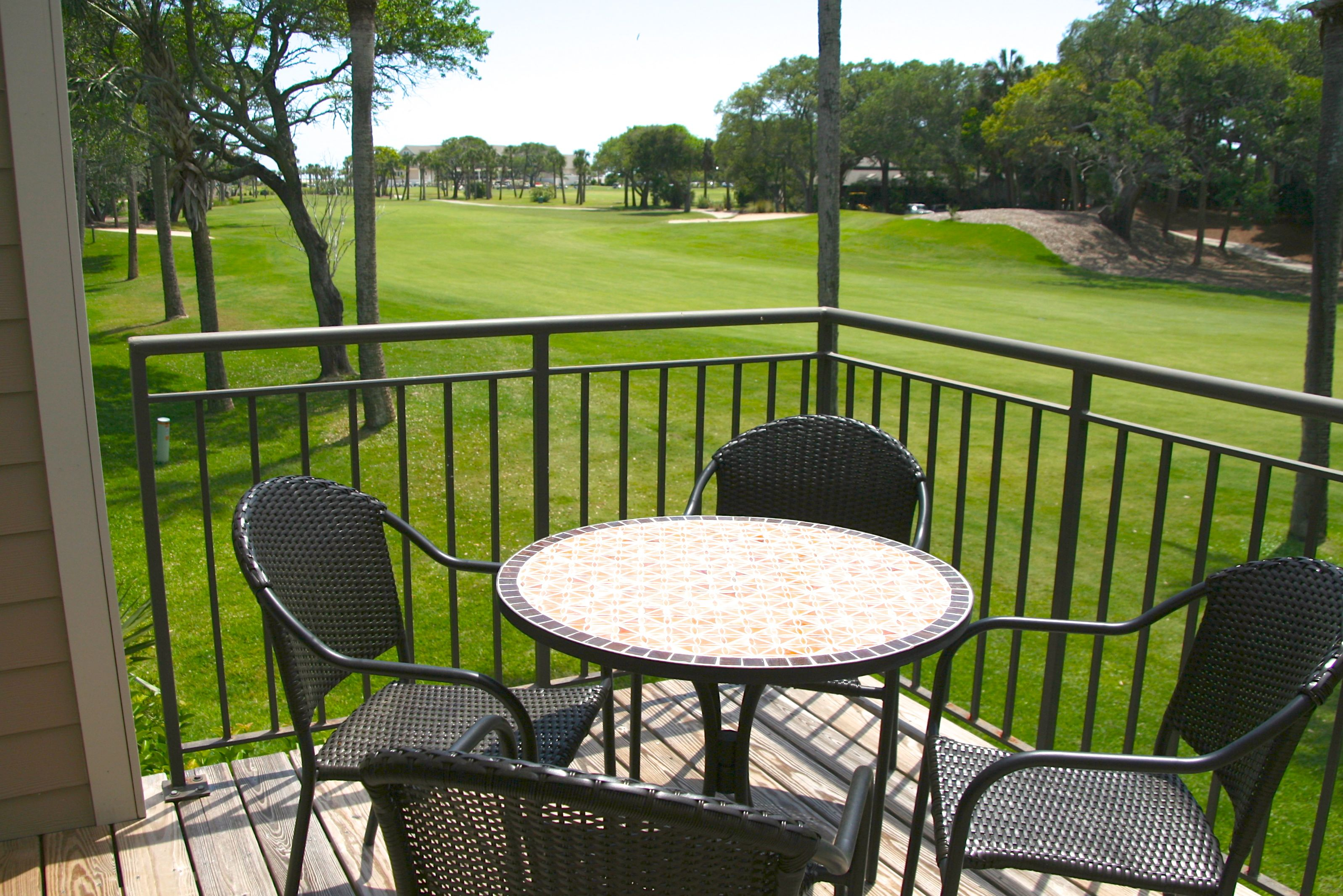Grab a cool drink & watch the golfers start their rounds.