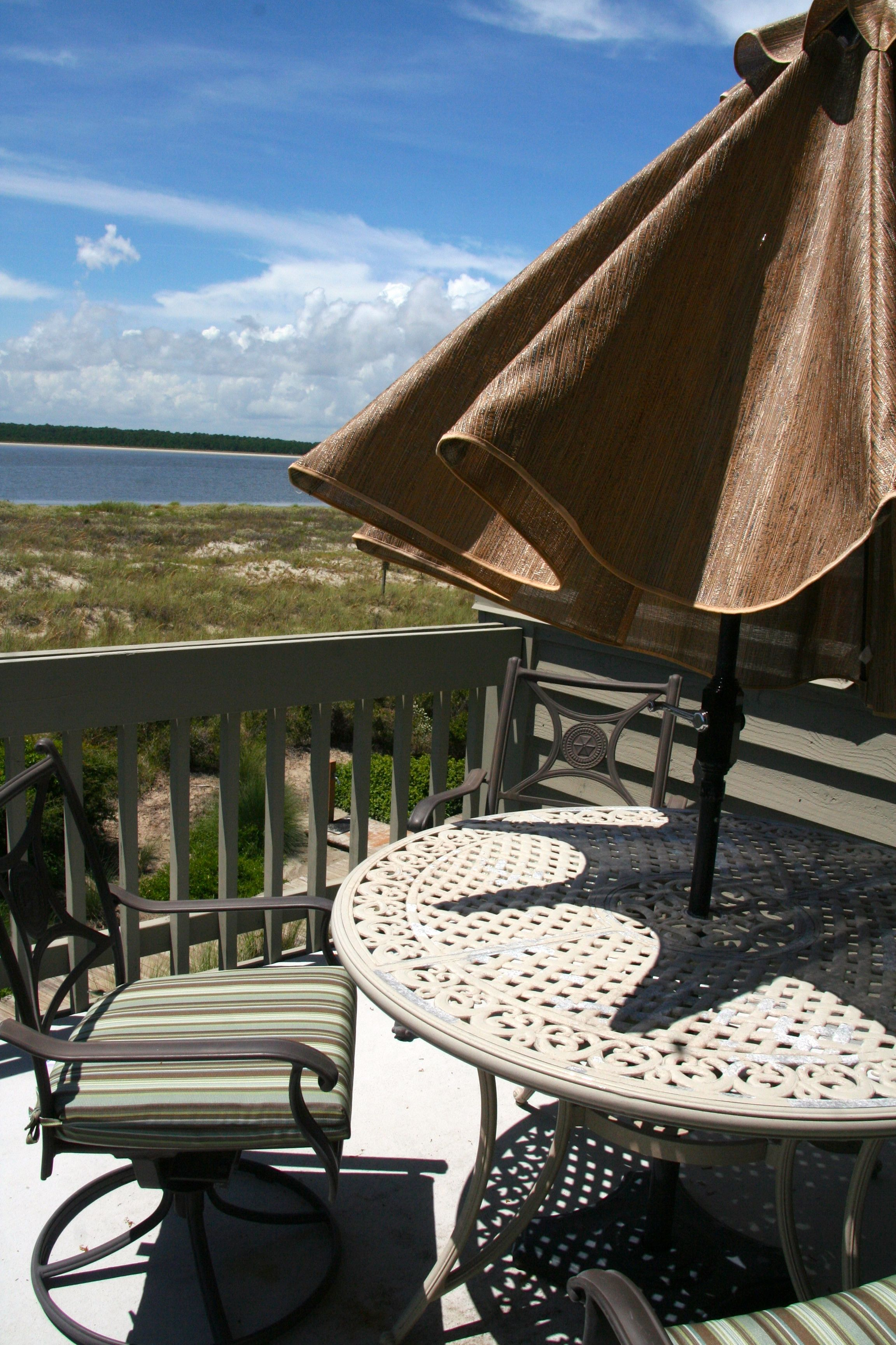 Enjoy cool beverages and appetizers while enjoying the scenery.