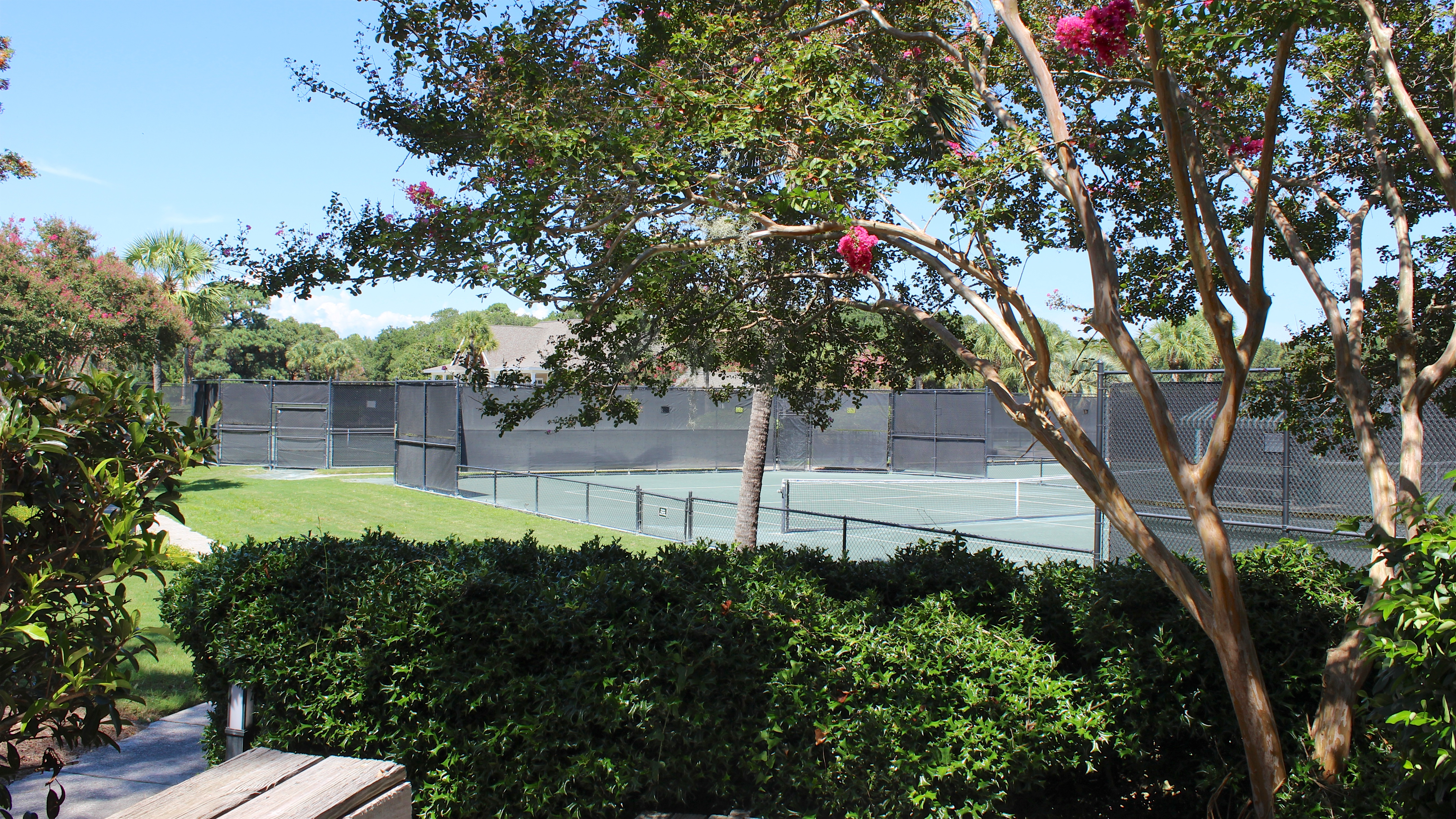 Great location overlooking the tennis courts and a short walk to the Lake House.