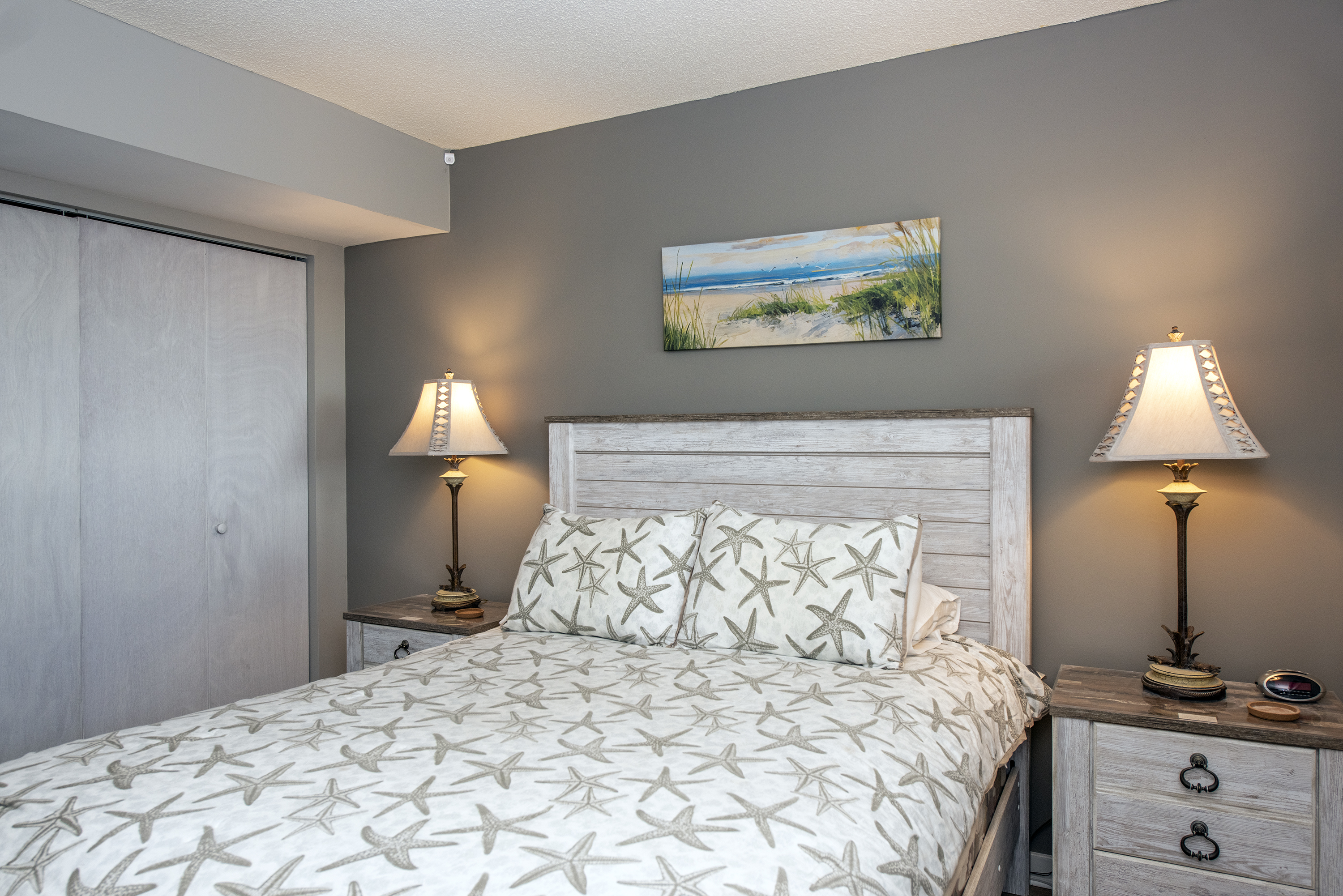 Private master bedroom with queen size bed.