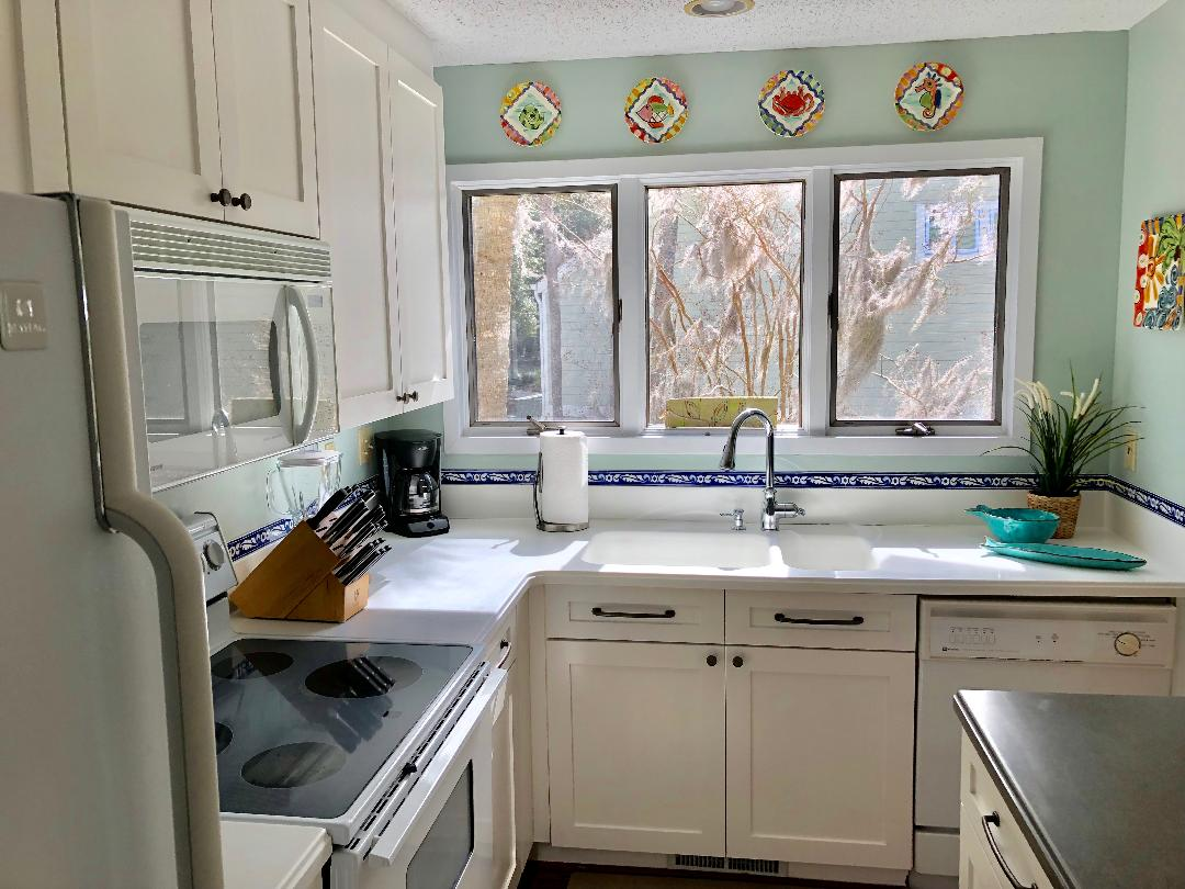 Light and bright kitchen!