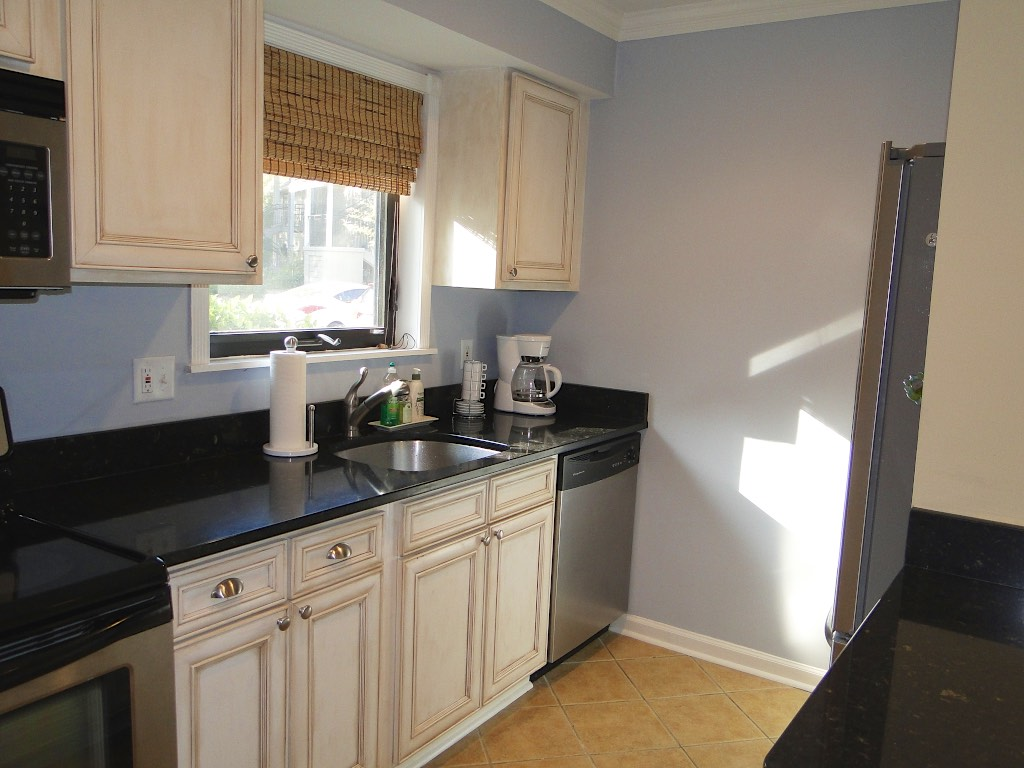 Quartz counter tops and quality cabinets are highlights.