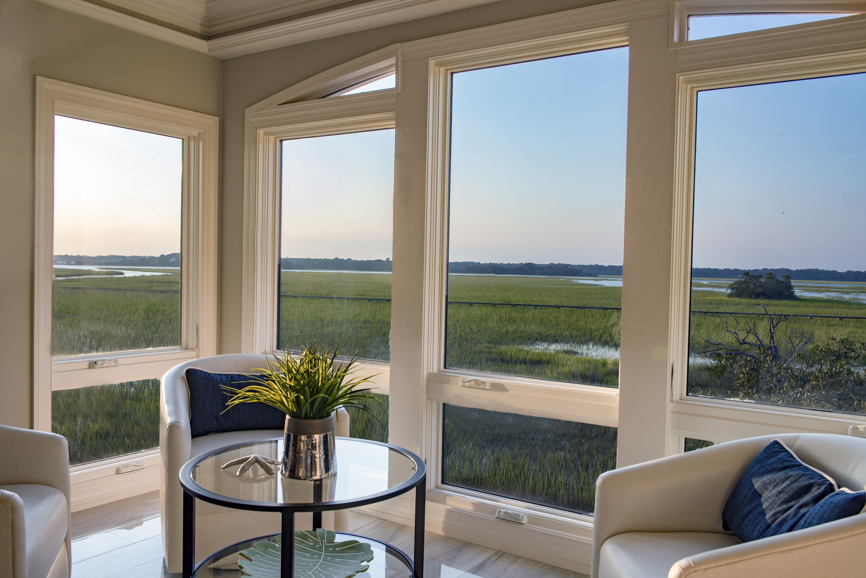 Watch the wildlife and boats from peaceful enclosed patio!