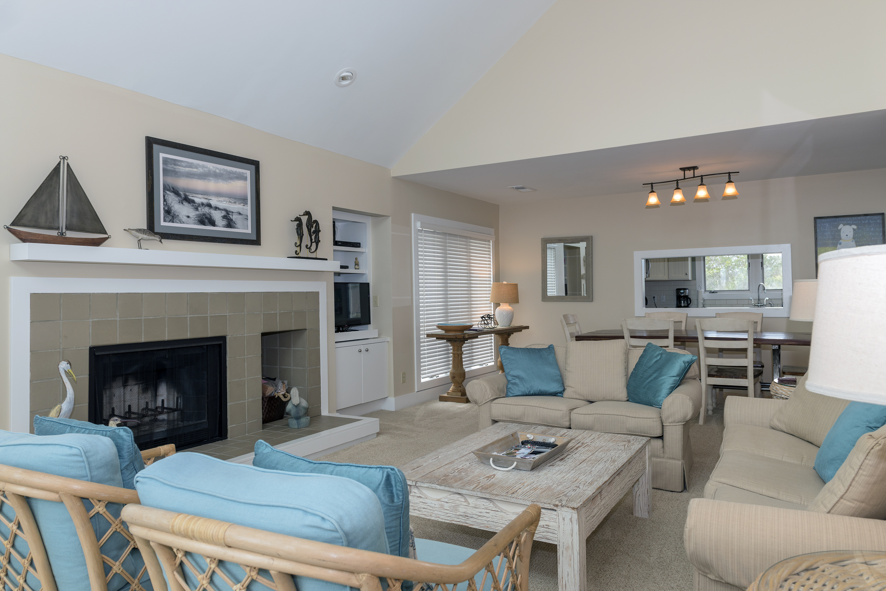 The open living room with a view to the dining and kitchen area.