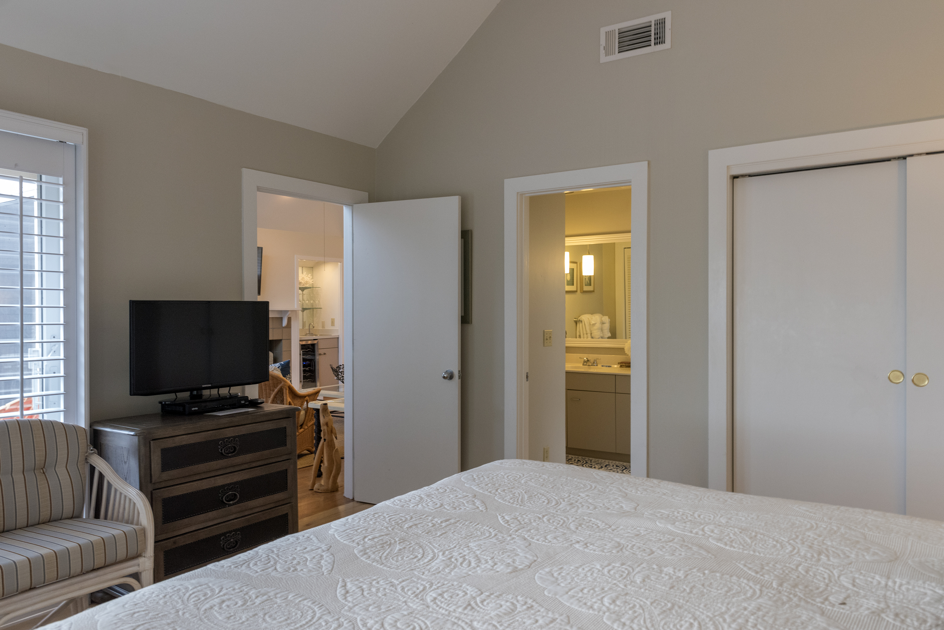 The master has a reading area, HDTV, large closet and an en-suite bath.