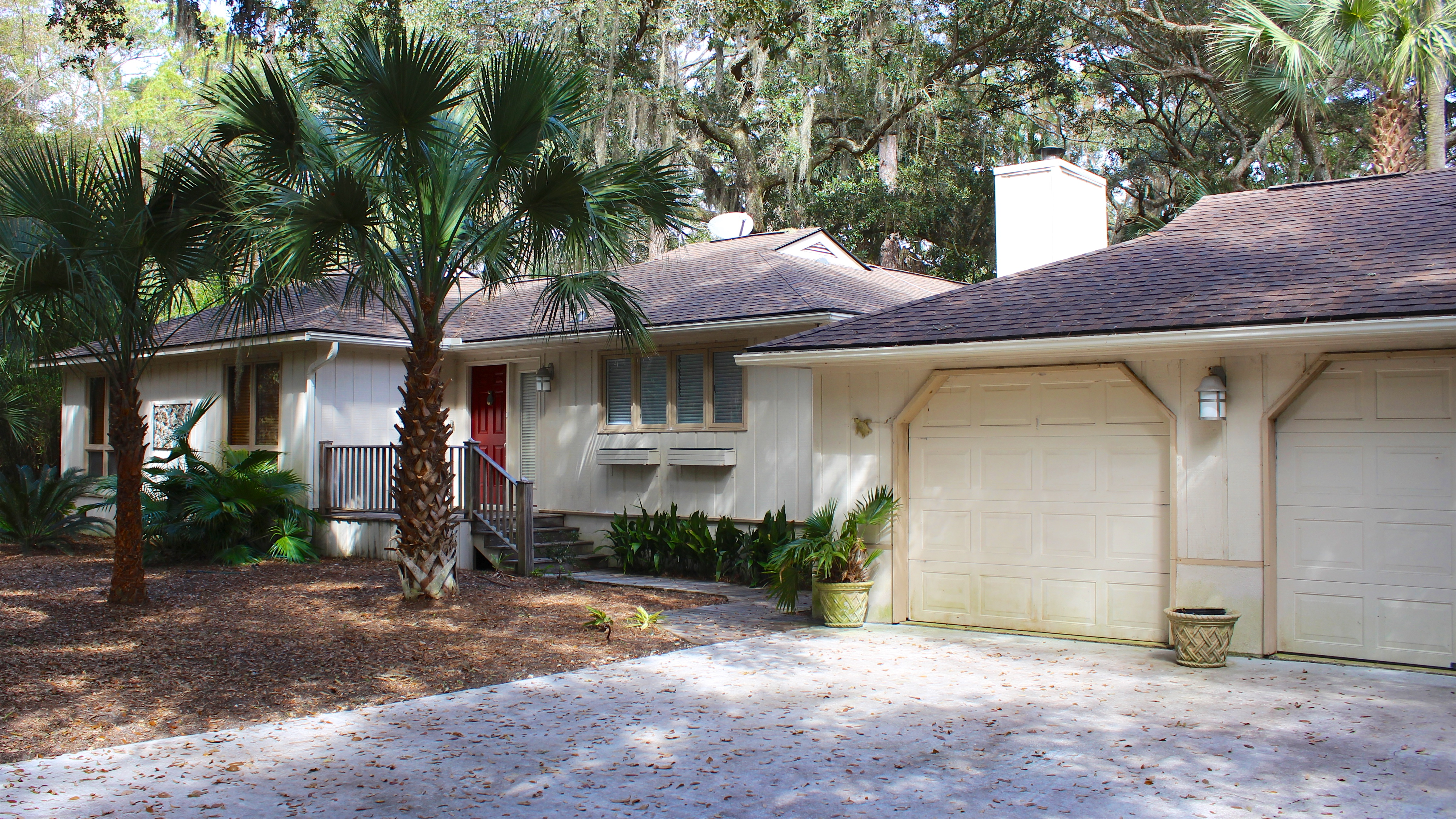 This ranch nestled under the trees, yet close to the beach, is perfect for a family vacation.