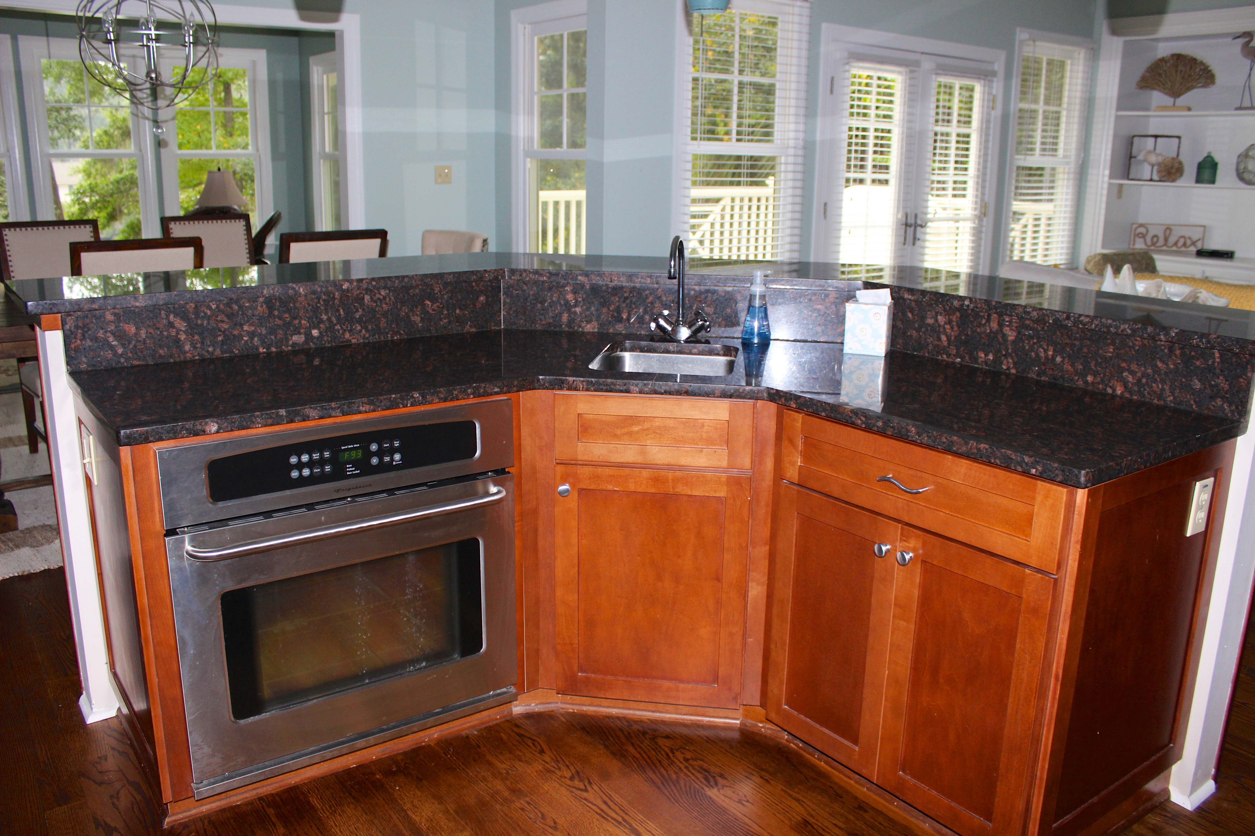 The additional oven makes it easy to cook for a large group.