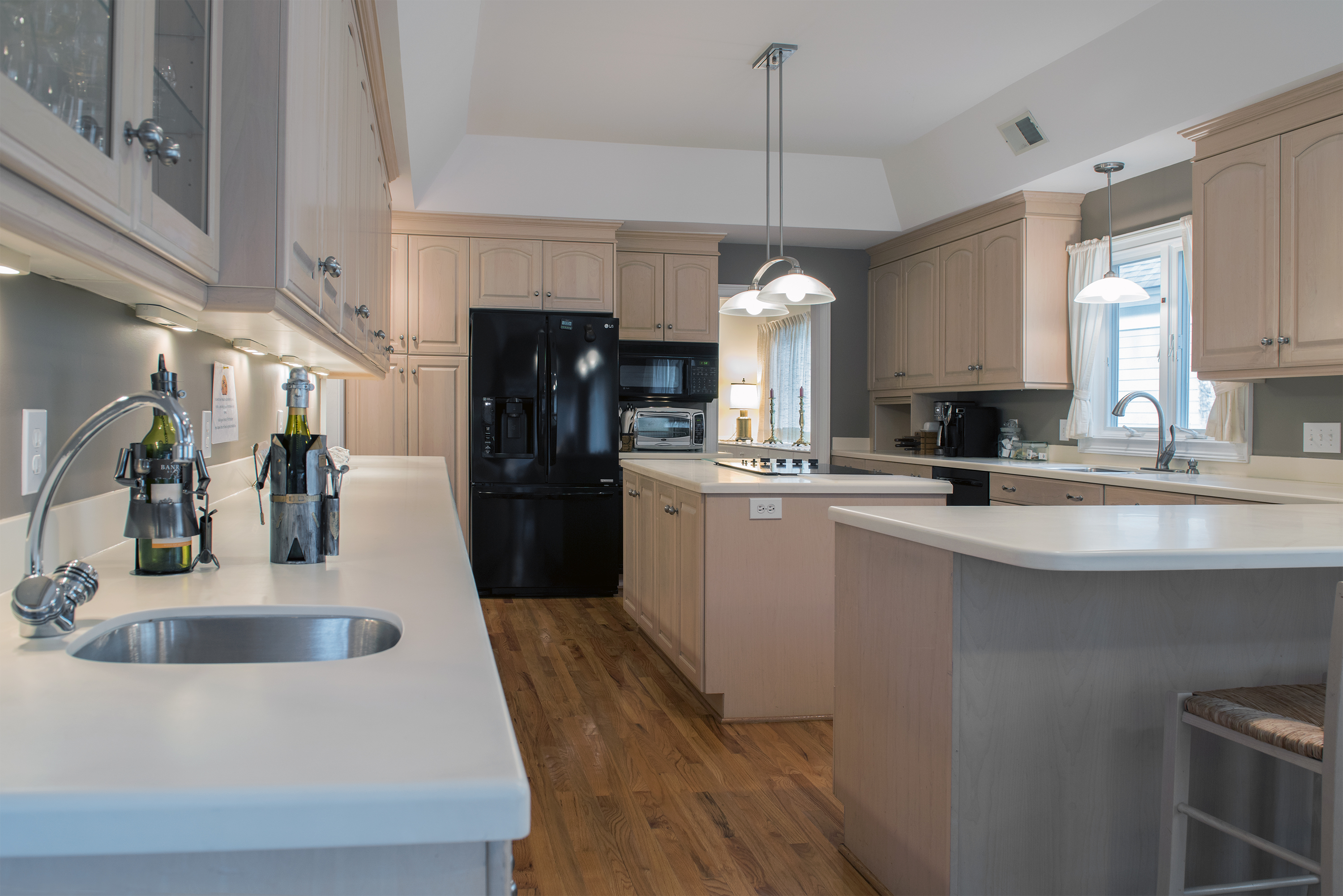 This spacious kitchen is well stocked.