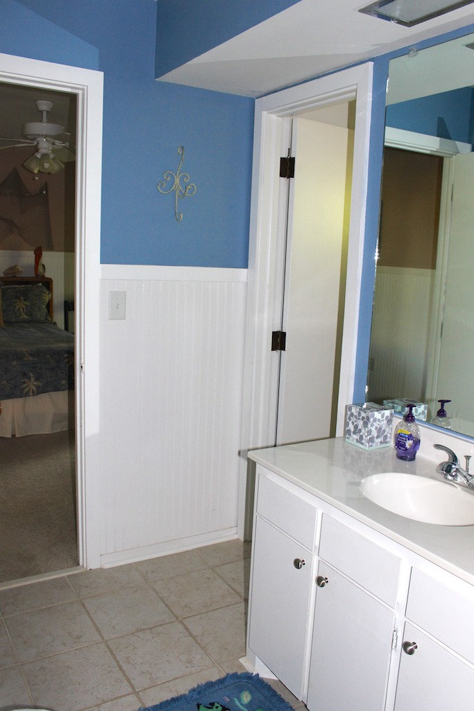 There is a full bath that is also accessible from the hall & 2nd BR.