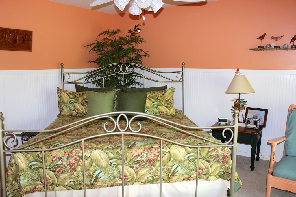 Relax in this master bedroom. It's a tropical paradise.