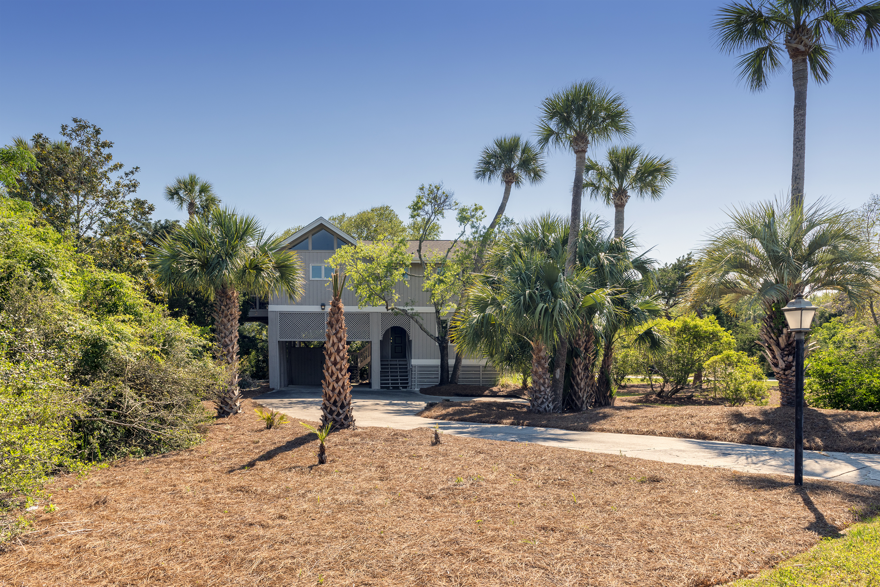 This home is 1/2 mile from the Beach Club pools, dining, and golf.