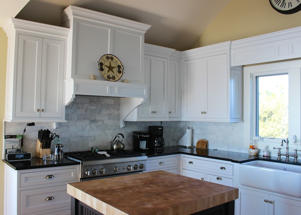 Features include top of a gas stove, farm sink, and wonderful functionality!