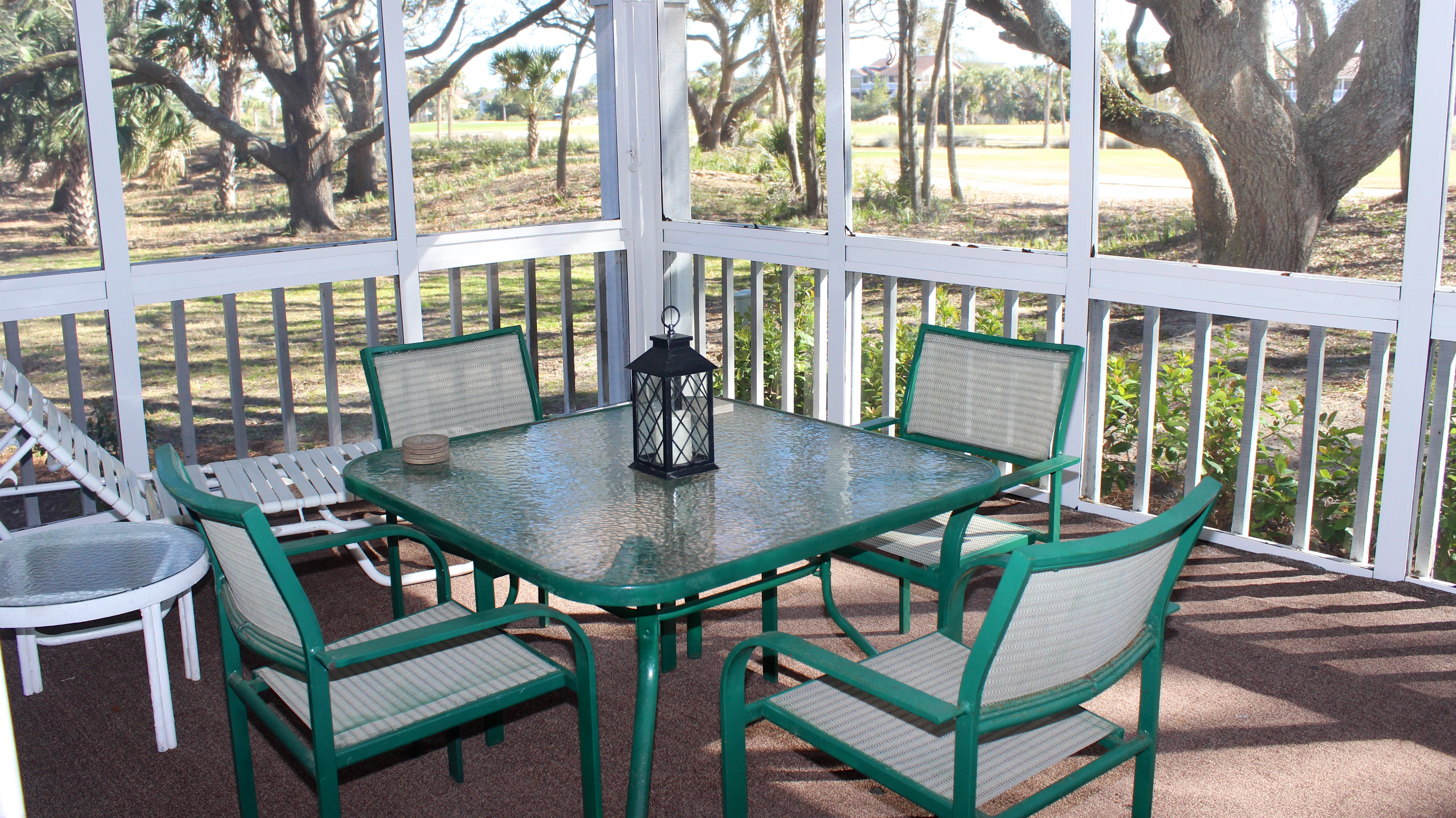 You can also dine around the table for four on the screened porch.