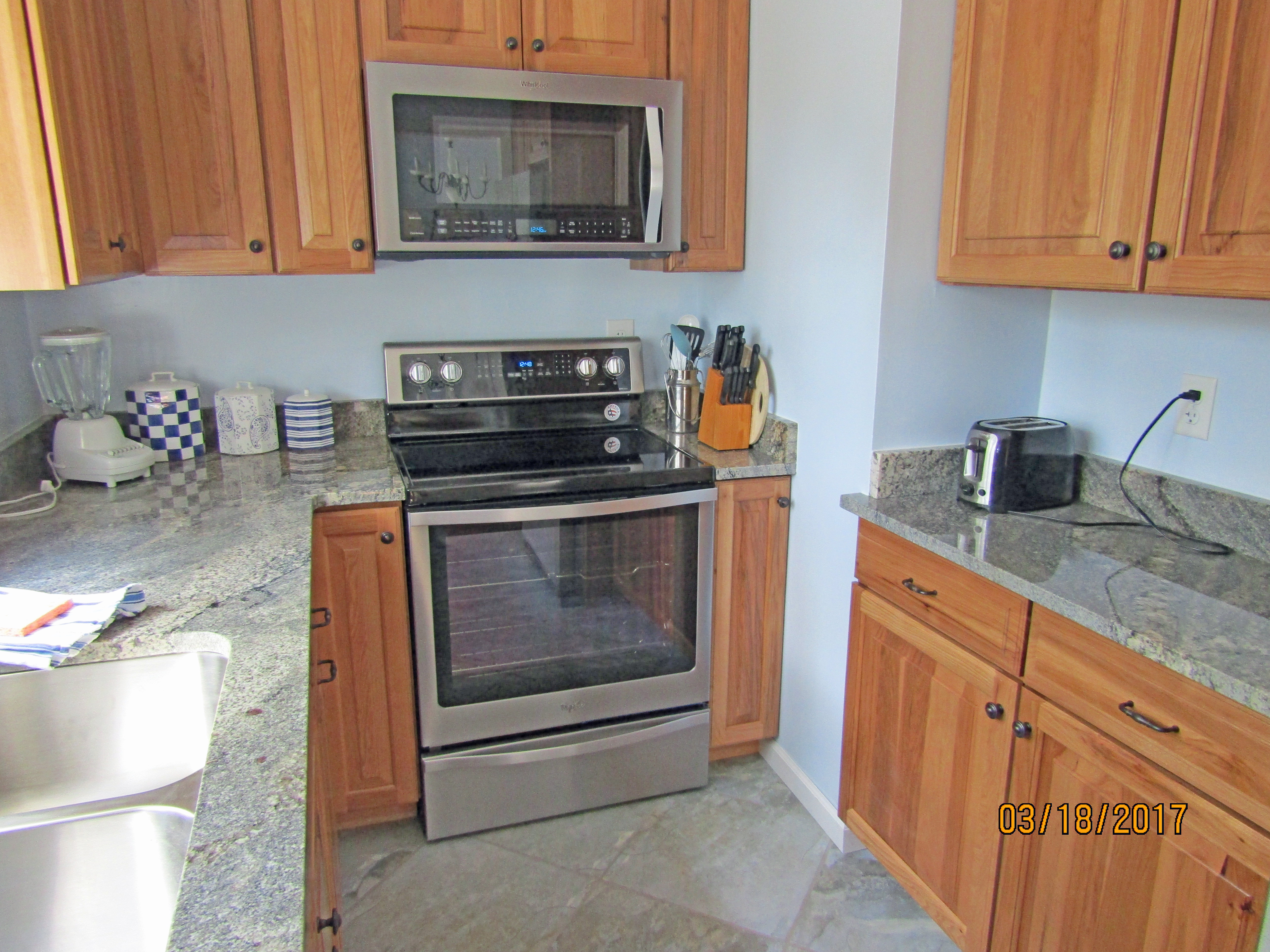 Enjoy this completely renovated kitchen!