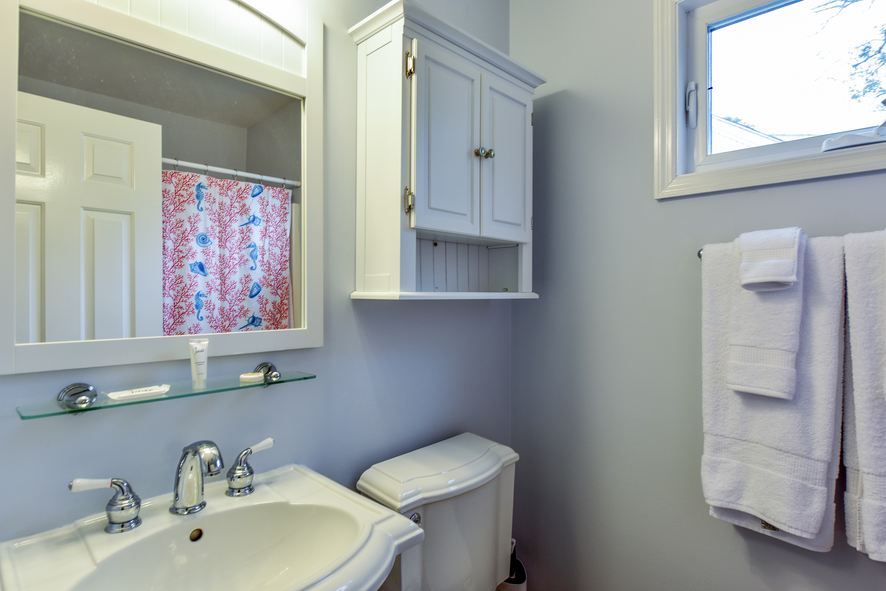 The hall bath is between the two guest bedrooms.  It is a full bath with a tub/shower combo.