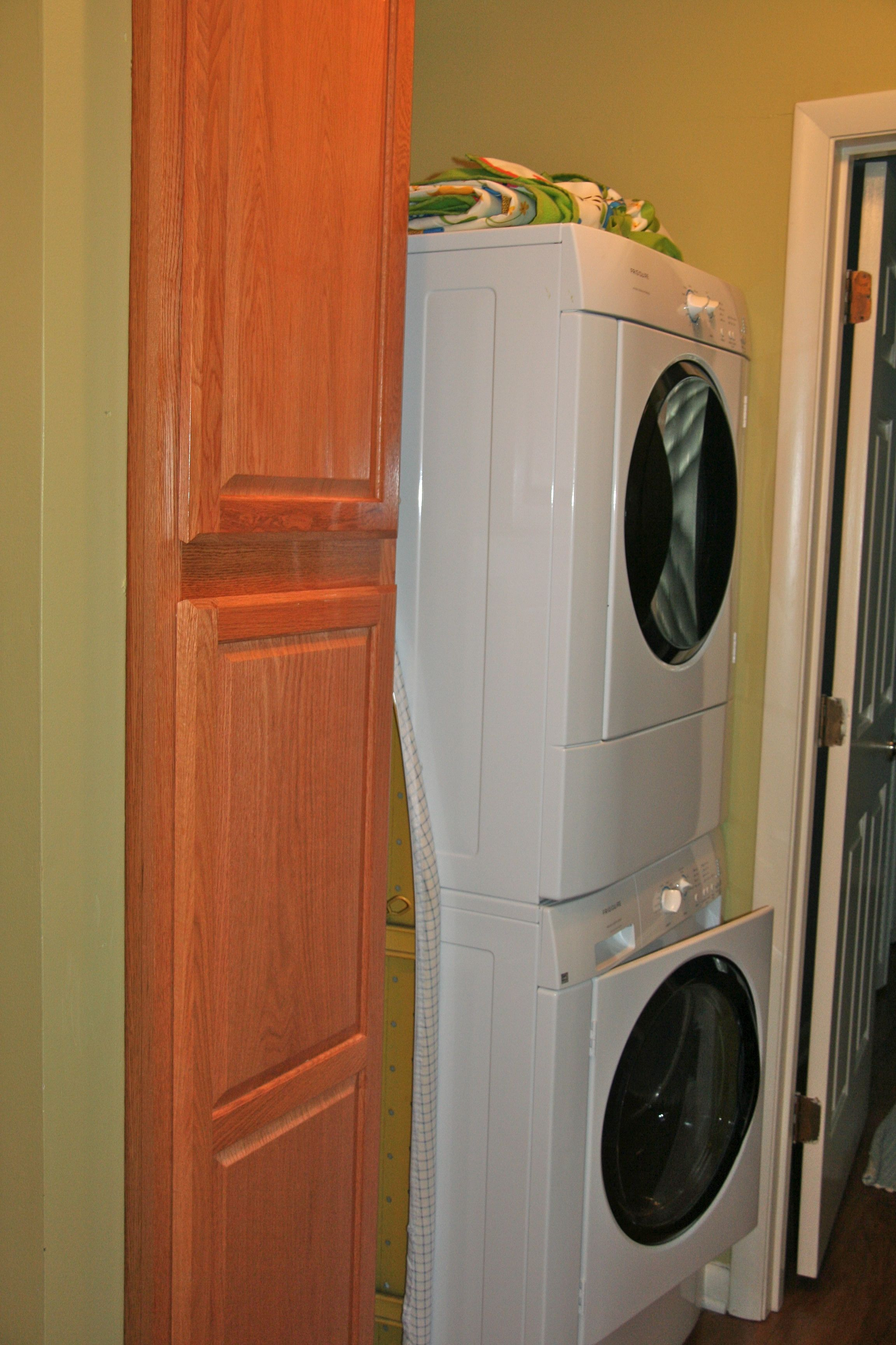 The home has a stacked washer (HE) and dryer.