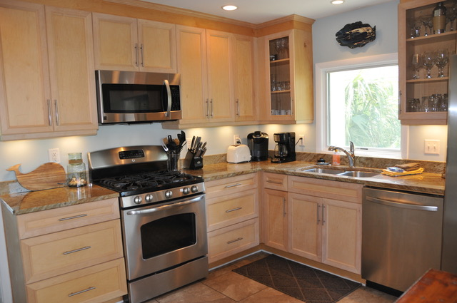 Stainless appliances, granite counters, and Shaker style cabinets are highlights.