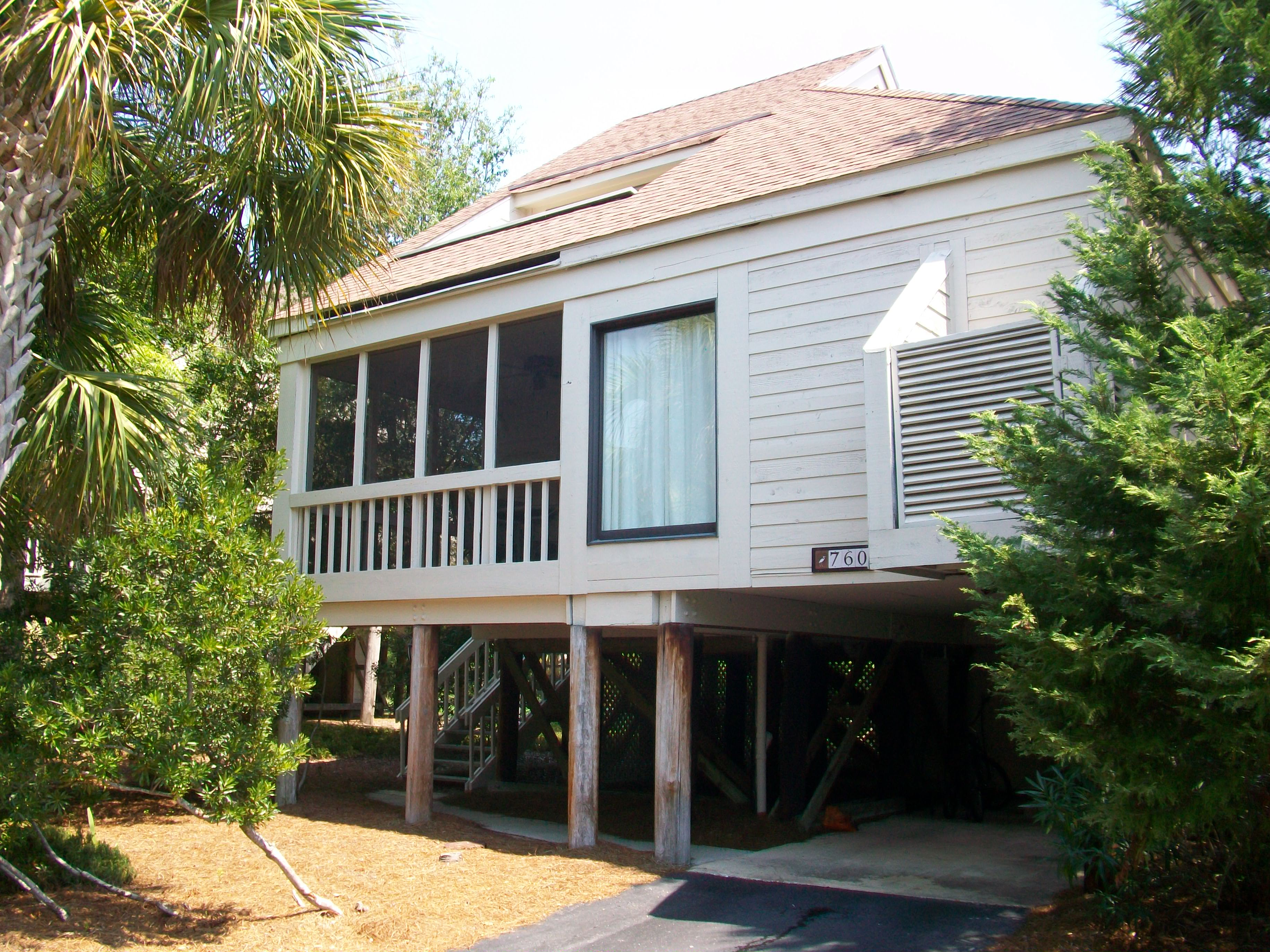 760 Spinnaker is in a great location -- just steps from Pelican Beach & pools.