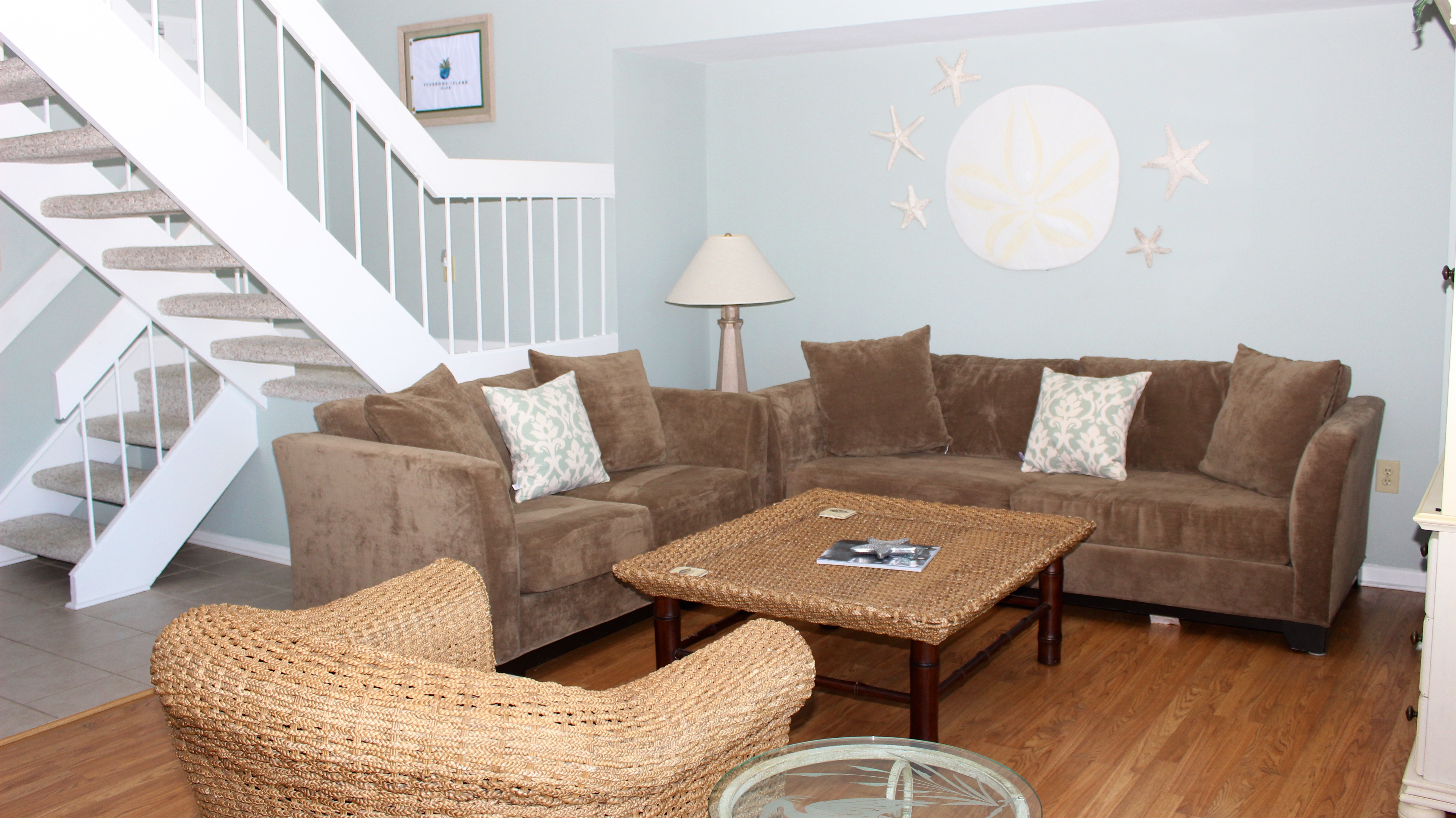 Share stories from your day while relaxing on the comfortable sofas.