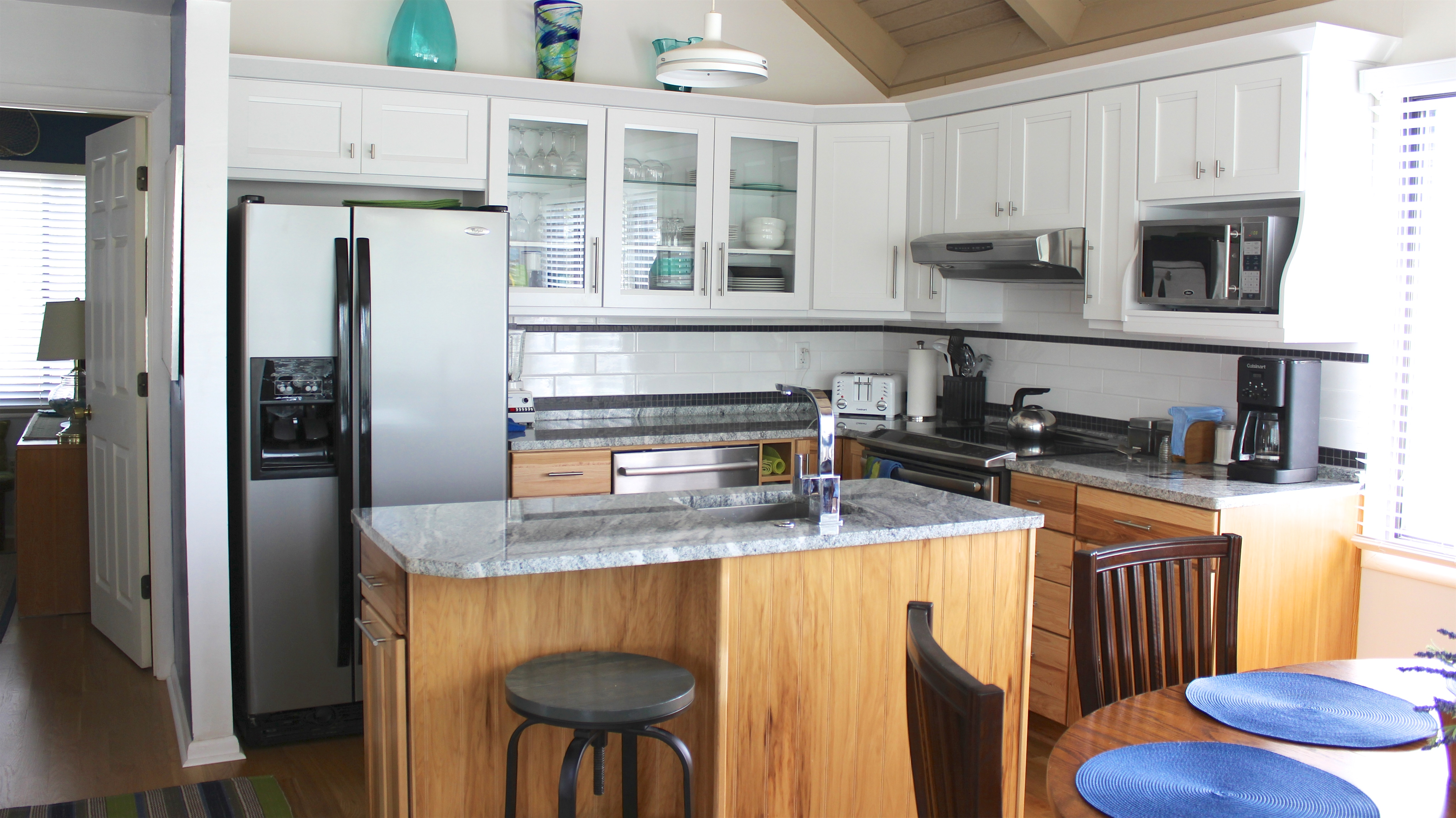 Stainless steel appliances and granite counters compliment this beautiful kitchen!