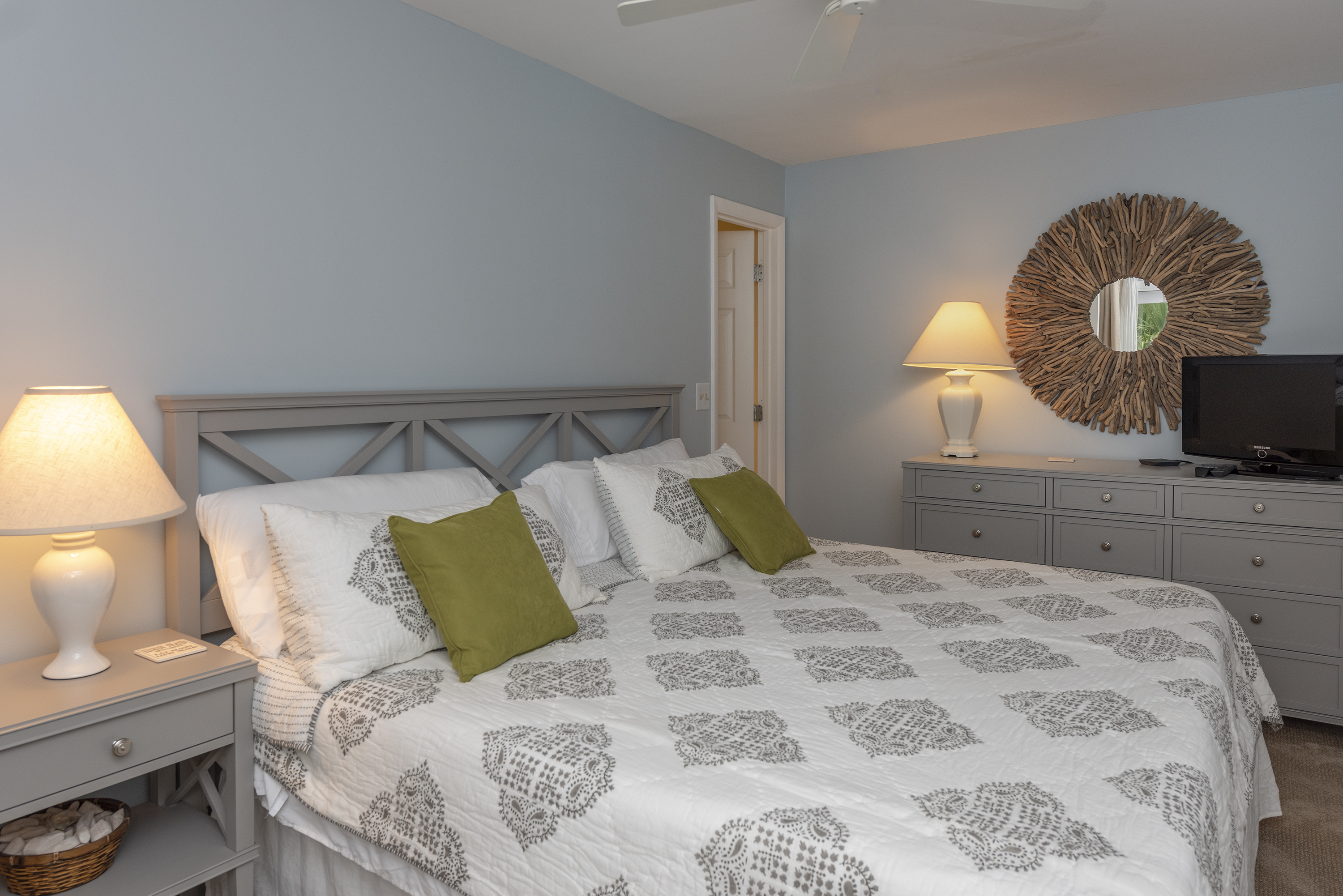 The master bedroom has a king bed, en suite full bathroom and sliding doors to a deck.