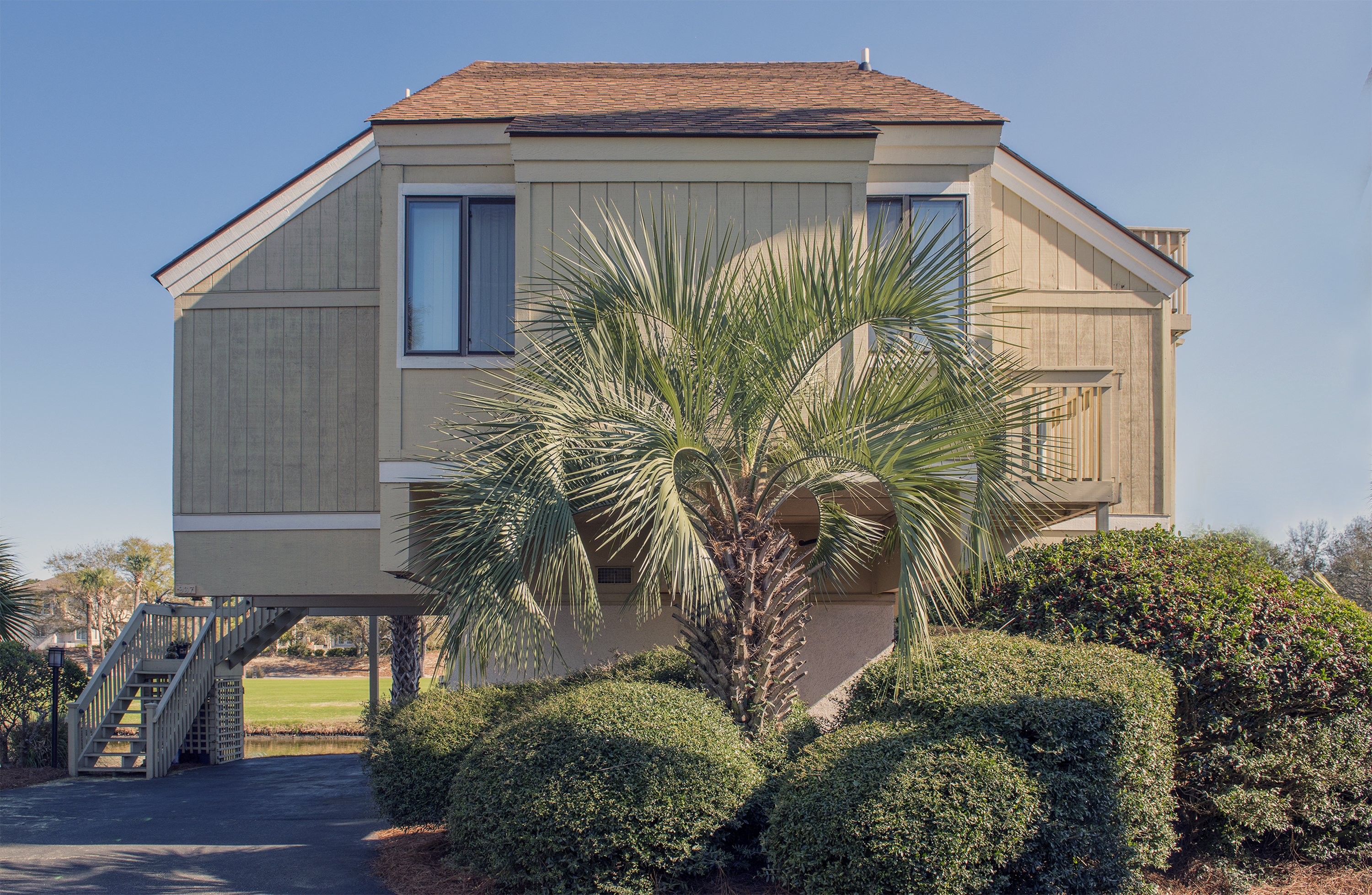 This cottage has great lagoon views and is close to the beach and neighborhood pool.