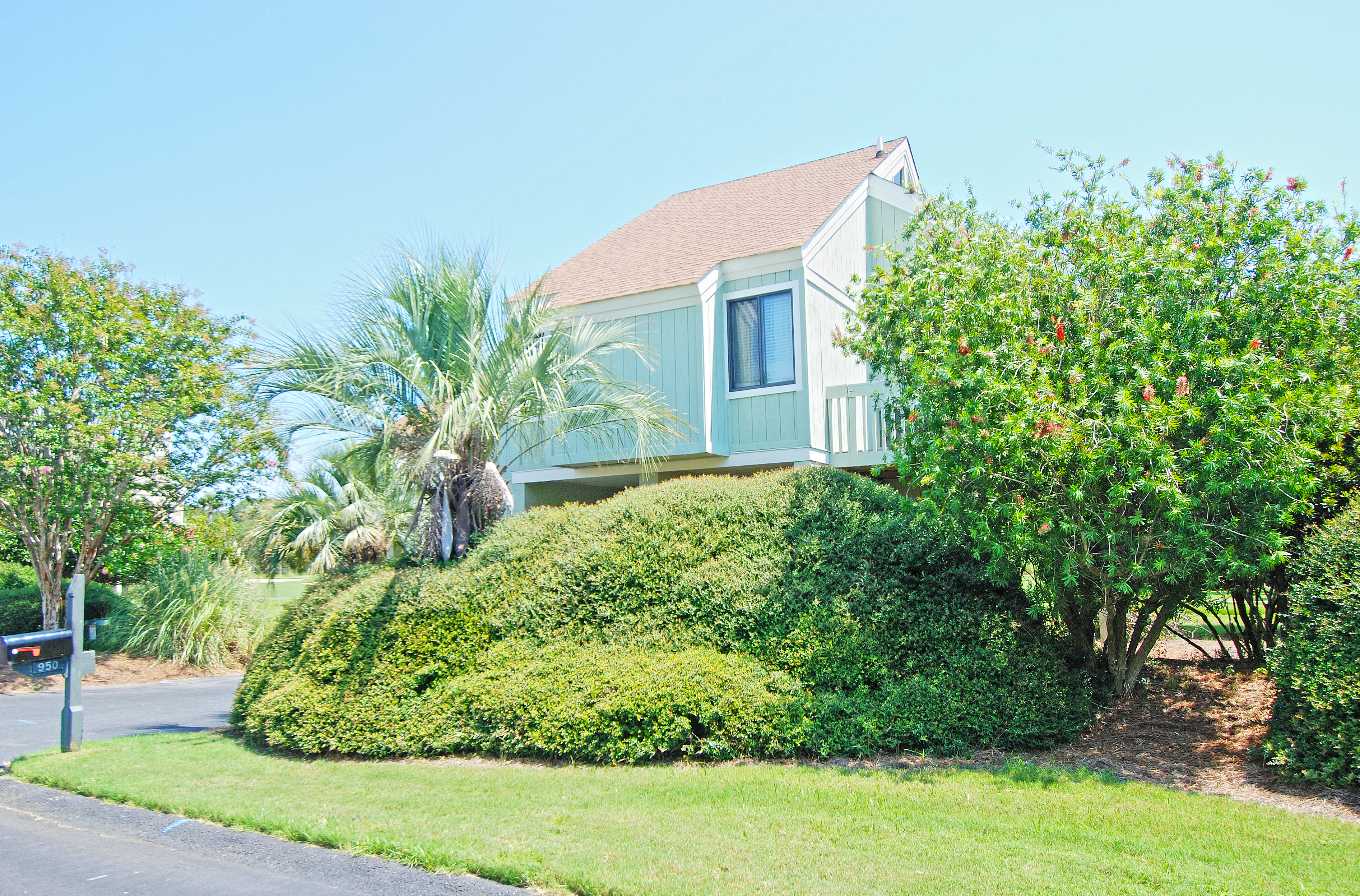 This beautiful Sealoft Villa is an easy walk to the beach and neighborhood pool!