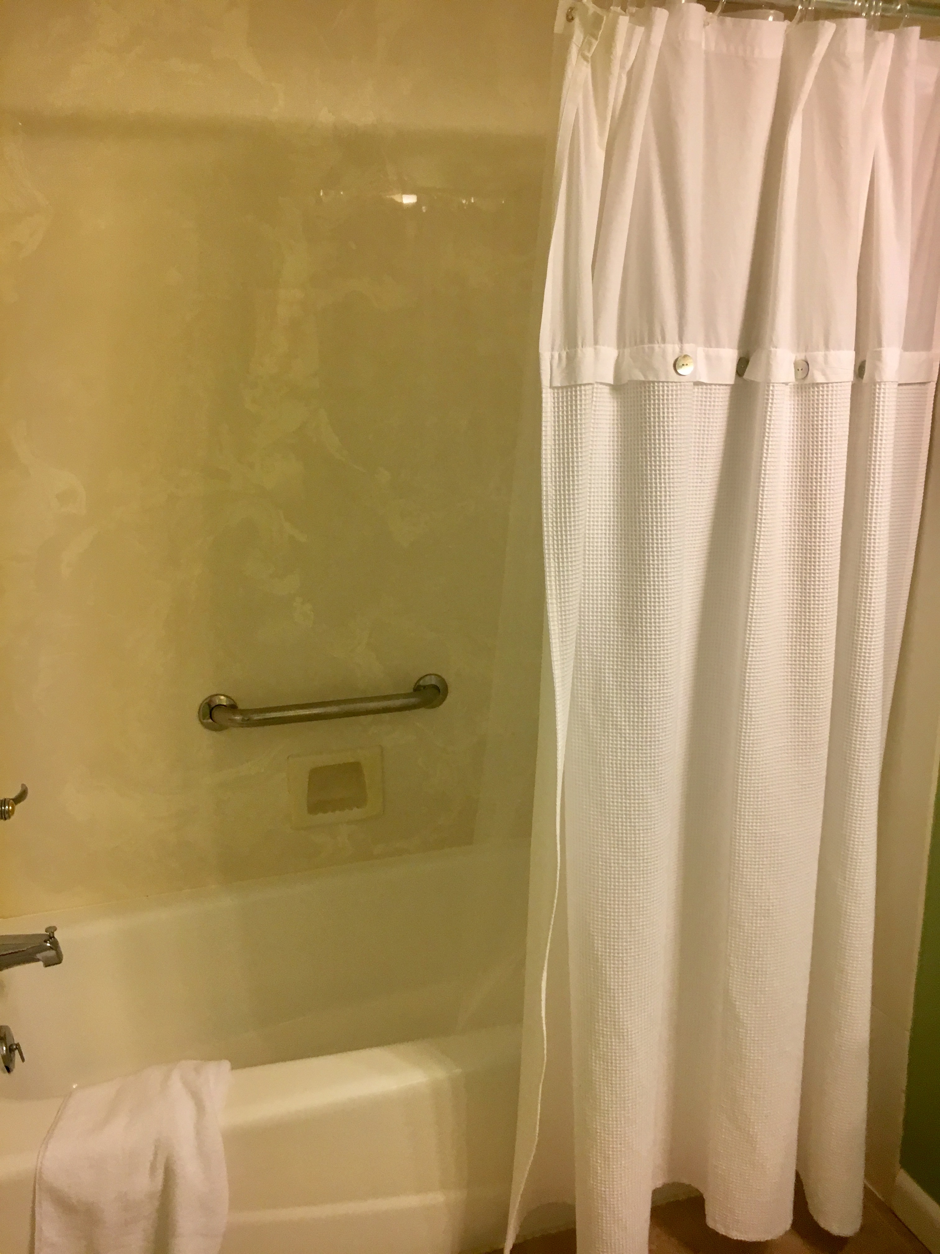 Shower/tub in the 2nd bathroom too.