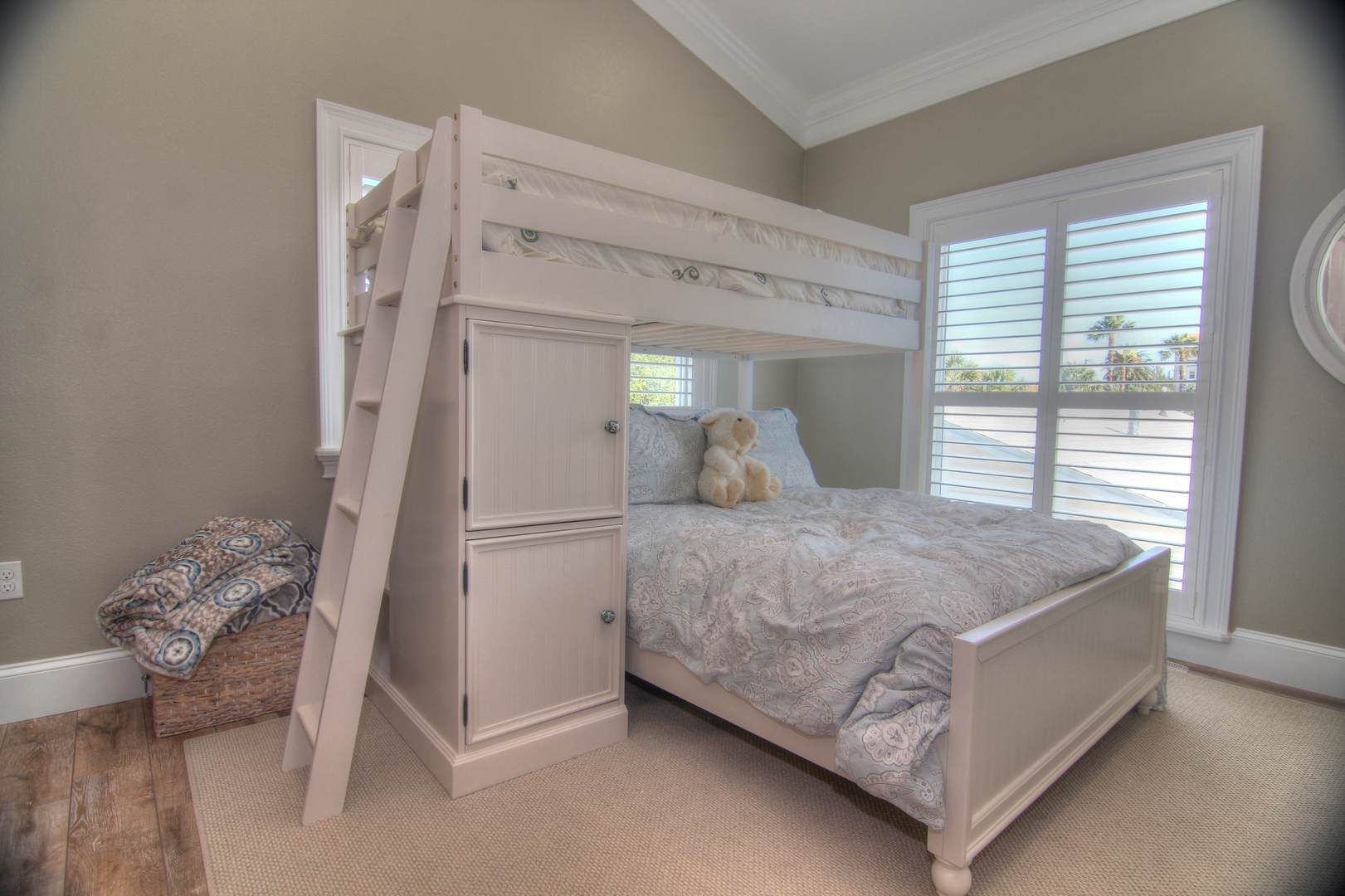 Guest Room Full Bed & Bunkw