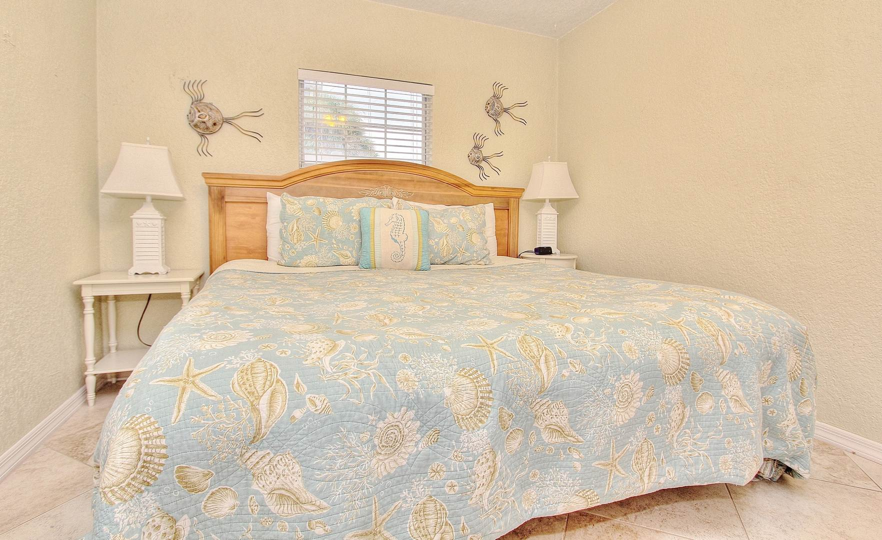 Guest Room w/ King Bed