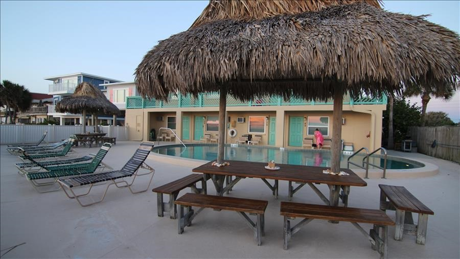Picnic Table & Chairs at Pool