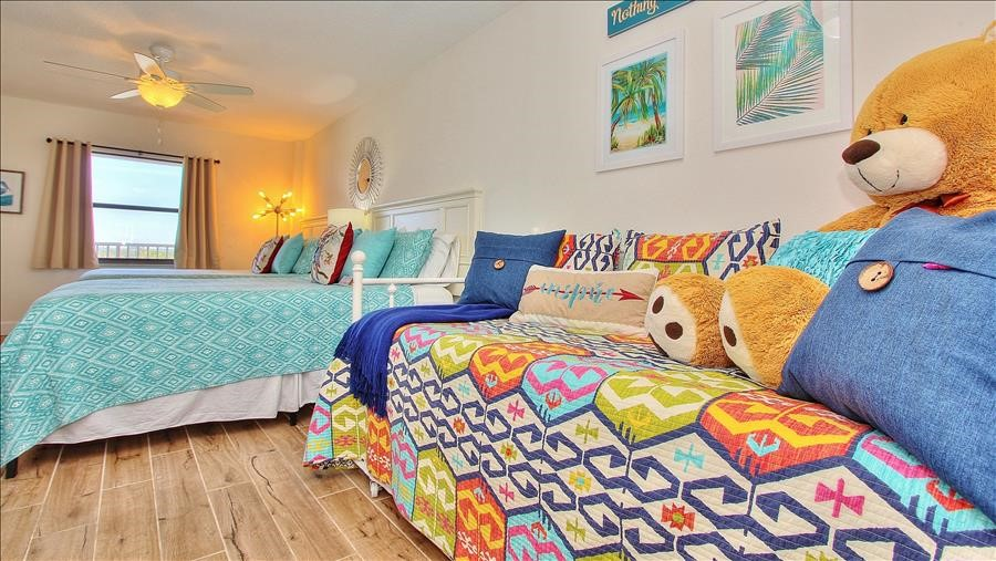 Day Bed in Guest Room