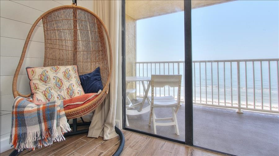 Hanging Chair & Balcony Access