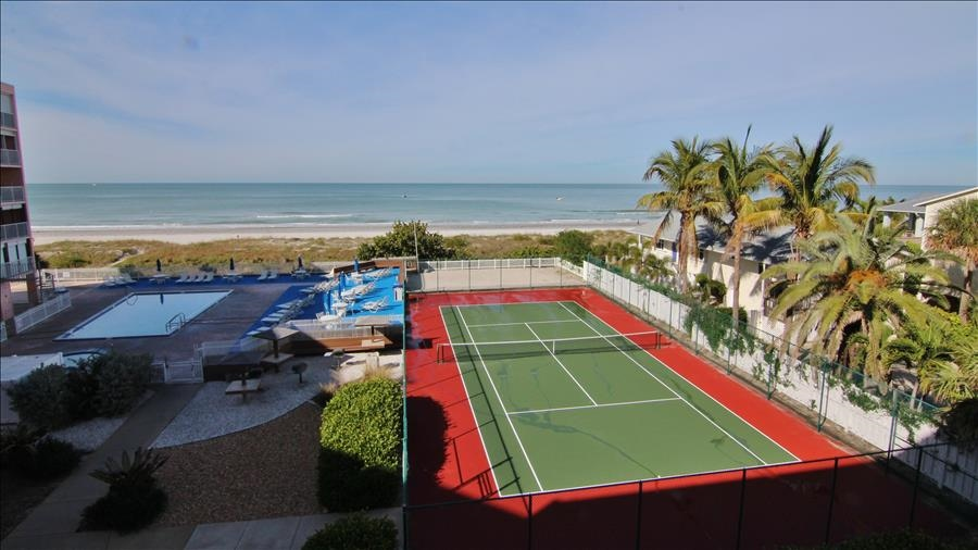 Tennis Courts & Pool