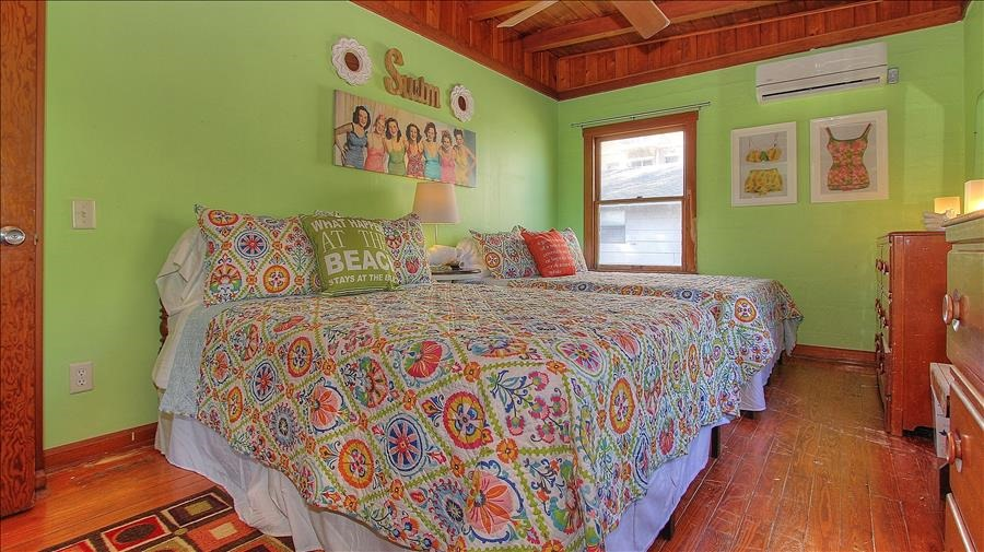 2 Full Beds Guest Room