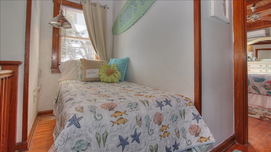 Sleeping Nook with Twin Bed
