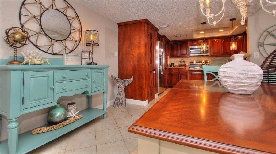 Dining Room Table & Buffet