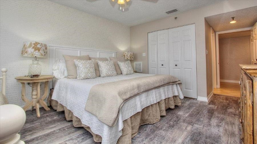 King Bed in Guest Room