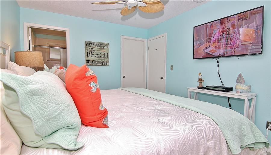 Master Bedroom w/Attached Bath