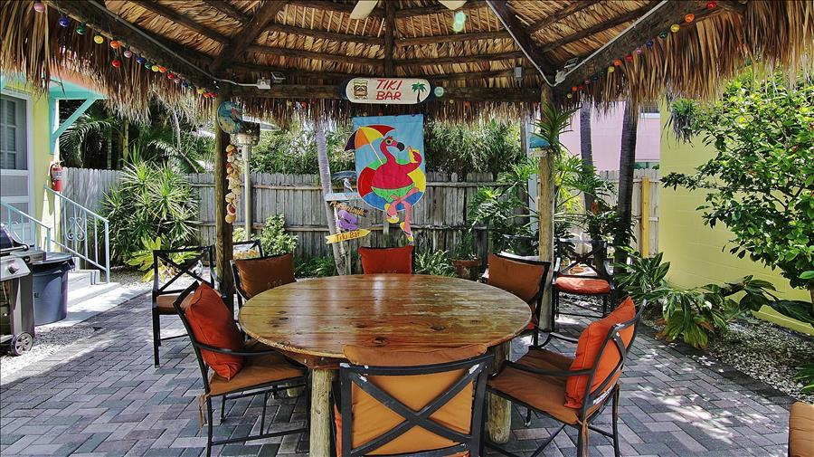Tiki Hut Dining & Gas Grills